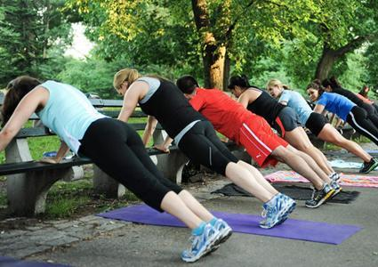 Outdoor Bootcamp group-fitness classes at Parc des Eaux Vives