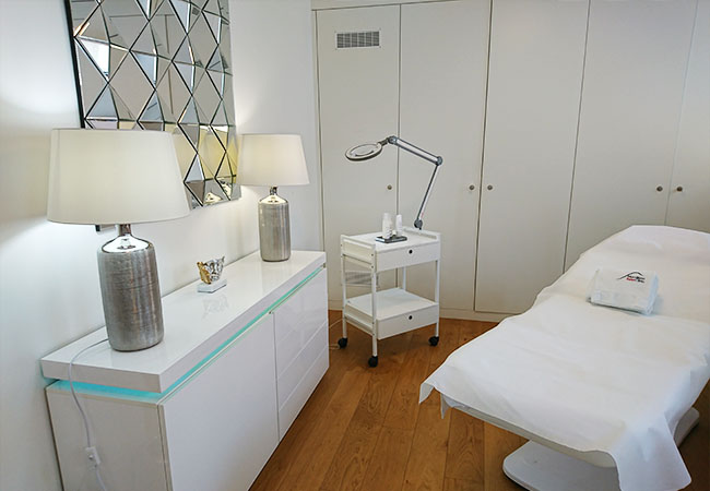 SkinCeuticals® Facial or California Massage at Mont Blanc Swiss Clinic (Nyon)     1h SkinCeuticals® Facial: 170 CHF 79 1h California Massage: 150 CHF 79   Premium treatments in this high-end institute, featured for the 1st time on BuyClub  Photo