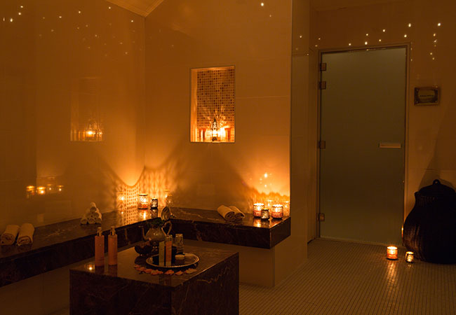 Exclusive PamperingLe Spa Valmont at Grand Hotel Kempinski4 options:   Ayurvedic Massage HydraFacial® Booster marocMaroc® Ceremonial Ritual Private Duo Suite Experience All options include 2h Spa access (Sauna, Steamroom, Pool, Gym). Open 7/7   Photo