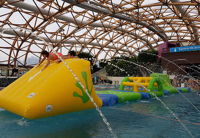 15 Mins from Geneva, 33° All Winter Vitam Heated Indoor Waterpark 7/7. Choose:   Kids: Aqua zone for fun & slides Adults: Wellness zone for relaxation   Photo