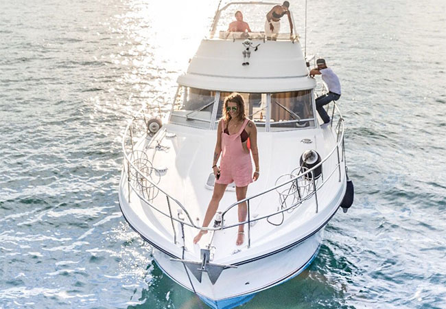 Princess-Yacht Private Cruise on Lake Geneva For You + 9 Friends