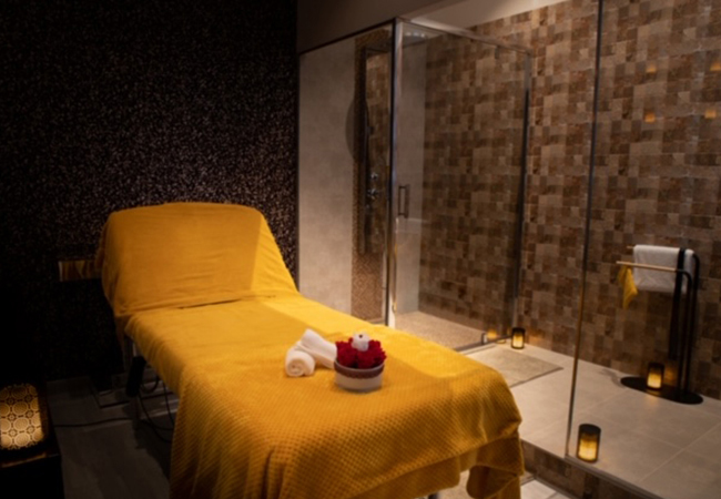 4.7 Stars on Google  First Class Beauty Institute (Champel). Choose:   Mani + Pedi Relaxing Massage Venus Glow® Rejuvenation Facial   5 different beauty zones & little extras like free valet parking at this chic beauty institute  Photo