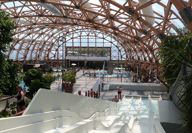 15 Mins from Geneva, 33° All Winter Vitam Heated Indoor Waterpark, Open 7/7  Choose:   Kids: Aqua zone for fun Adults: Wellness zone for relaxation   Photo