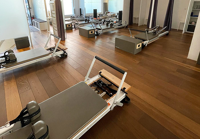 Recommended by 95% of BuyClubbers 5 or 10 Pilates-Machine Group Classes at Flex & Flow (Plainpalais)  Flex & Flow recently expanded their space & class offering. Classes happen Mon-Sat in a variety of Pilates-machine styles, plus fitness & boxing. Each class is for max 6 people  Photo